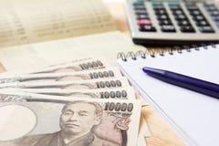 Passbok сберегательного счета, иена Японии, блокнот, калькулятор Стоковая Фотография