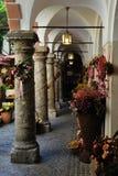 Passe perto de Getreidegasse em Salzburg, Áustria Fotos de Stock Royalty Free