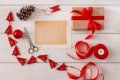 Passe-temps créatif Outils faits main pour faire le cadeau de Noël dans la boîte Photos libres de droits