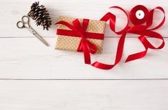 Passe-temps créatif Outils faits main pour faire le cadeau de Noël dans la boîte Photos stock