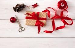 Passe-temps créatif Outils faits main pour faire le cadeau de Noël dans la boîte Photographie stock
