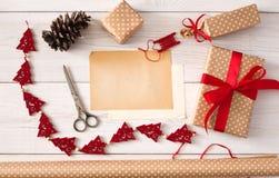 Passe-temps créatif Outils faits main pour faire le cadeau de Noël dans la boîte Image stock