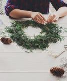 Passe-temps diy créatif Décoration faite main, ornement et guirlande de Noël de métier Photo stock