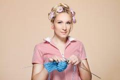 Passe-temps. Ménagère, tricoteur Photo stock