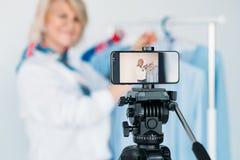 Passe-temps supérieur d'affaires de styliste de mode de vlogger de dame images stock