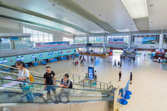 Passeggeri all'interno dell'aeroporto internazionale di Ranh della camma, Vietnam Fotografia Stock