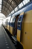 Passeggeri attendenti del treno Fotografie Stock Libere da Diritti