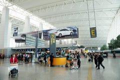 Passeggeri nell'aeroporto di Guangzhou (Baiyun) Fotografia Stock