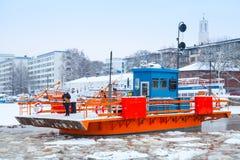 Passeggeri ordinari sulla piccola barca Fori, Finlandia della città Fotografie Stock