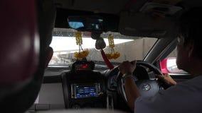 Passeggeri in taxi POV Bangkok, Tailandia - 26 ottobre 2017 4K stock footage