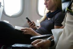 Passeggero di volo dell'aria che si siede in aerei Fotografie Stock