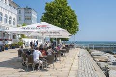 Passeggi con il ristorante in Sassnitz sull'isola della GEN del ¼ di RÃ immagine stock libera da diritti