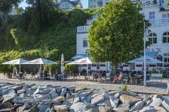 Passeggi con il ristorante in Sassnitz sull'isola della GEN del ¼ di RÃ immagini stock libere da diritti
