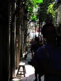 Passeggiando lungo il vicolo di Panglima fotografia stock libera da diritti