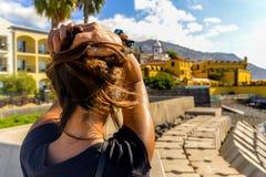 Passeggiando lungo la passeggiata - Funchal immagini stock libere da diritti