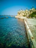 Passeggiata con le rocce e balcone panoramico rotondo nella città di Taranto in Italia fotografie stock libere da diritti