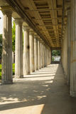 Passeggiata da parte a parte con le colonne romane Berlino Immagine Stock Libera da Diritti