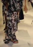 Passeggiata dei modelli il finale della pista alla sfilata di moda di Jonathan Simkhai Fotografie Stock