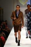 Passeggiata dei modelli la pista alla sfilata di moda del bretone di Malan Fotografie Stock