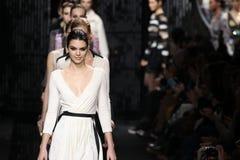 Passeggiata dei modelli la pista alla sfilata di moda di Diane Von Furstenberg durante la caduta 2015 di MBFW Immagine Stock Libera da Diritti