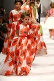 Passeggiata dei modelli la pista alla sfilata di moda di Nancy Vuu Immagine Stock Libera da Diritti
