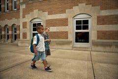 Passeggiata del cortile della scuola Immagine Stock