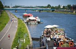 Passeggiata del fiume Vistola/del Vistula, Cracovia, Polonia Fotografia Stock Libera da Diritti