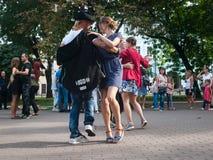 passeggiata del valzer nel centro urbano: Immagini Stock Libere da Diritti