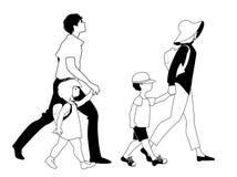 Passeggiata della famiglia isolata su fondo bianco Due bambini Immagine Stock