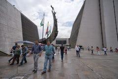 Passeggiata della gente attraverso il quadrato Medellin di Alpujarra Immagini Stock Libere da Diritti
