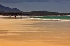 Passeggiata della spiaggia dell'isola di Pentecoste Fotografie Stock
