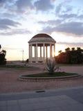 Passeggiata della spiaggia di Livorno Italia al crepuscolo immagine stock libera da diritti