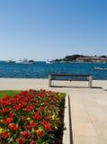 Passeggiata della spiaggia - Porec, Croatia fotografia stock