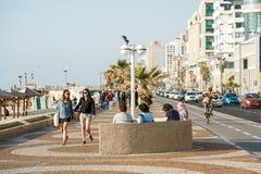 Passeggiata della spiaggia a Tel Aviv, Israele Immagine Stock