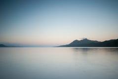 Passeggiata di mattina alla spiaggia Fotografia Stock Libera da Diritti