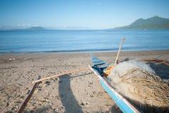 Passeggiata di mattina alla spiaggia Fotografie Stock Libere da Diritti