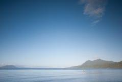 Passeggiata di mattina alla spiaggia Fotografie Stock