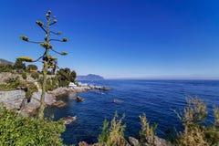 Passeggiata di nervi di Genova al mare fotografie stock libere da diritti