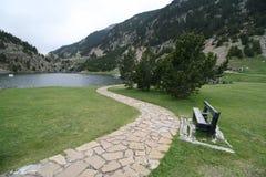 Passeggiata di Pirenei del lago Fotografie Stock Libere da Diritti