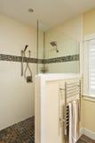 Passeggiata in doccia di una casa dell'alta società Fotografie Stock