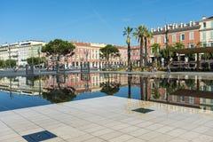 Passeggiata du Paillon Nice delle costruzioni di riflessioni immagine stock libera da diritti