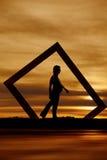 Passeggiata incinta della siluetta Fotografia Stock Libera da Diritti