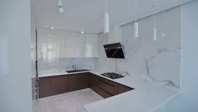 Passeggiata interna domestica in tutto la cucina Appartamento moderno archivi video
