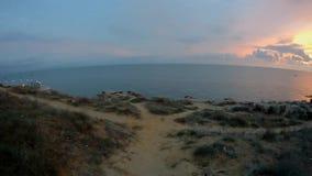 Passeggiata lungo la spiaggia archivi video