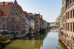 Passeggiata magnifica tramite i canali di Amsterdam fotografie stock