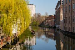 Passeggiata magnifica tramite i canali di Amsterdam immagini stock