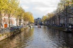 Passeggiata magnifica tramite i canali di Amsterdam immagini stock libere da diritti