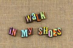 Passeggiata nella mia pietà delle scarpe fotografia stock libera da diritti