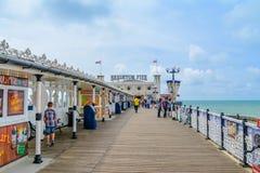 Passeggiata su Brighton Pier Fotografia Stock