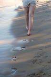Passeggiata sulla spiaggia fotografia stock